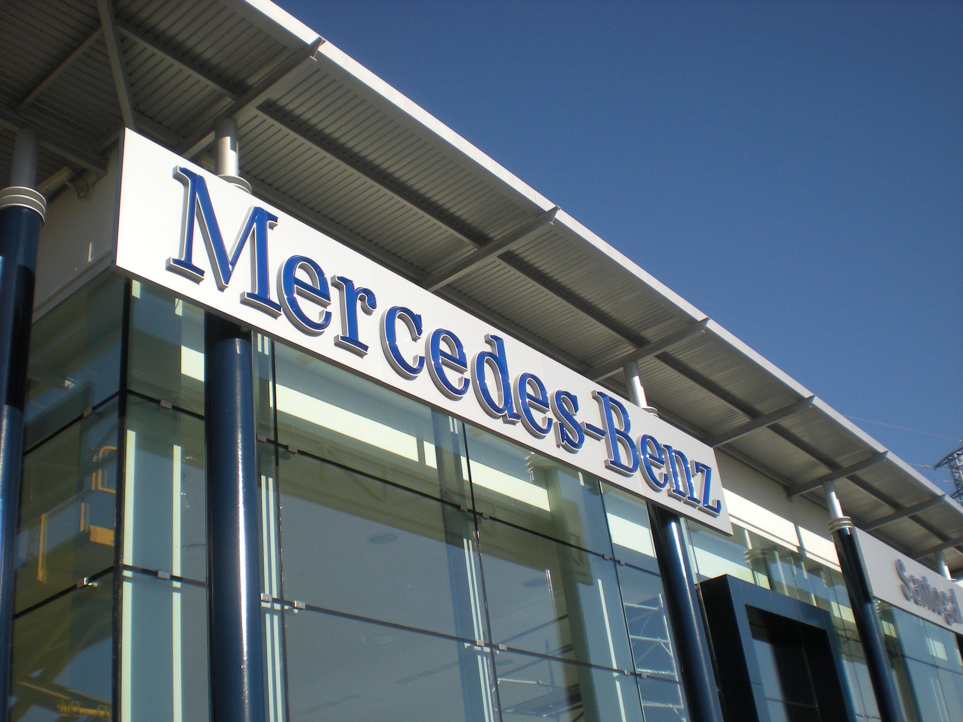 Concesionario Mercedes - Foto: www.tecnosenyal.com